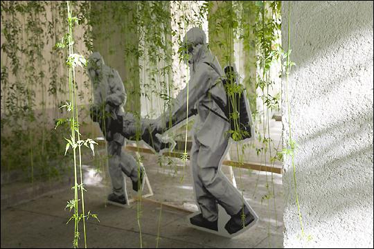 CHTO DELAT. Garden of Catastrophes, 2017. 12 Figuras de policarbonato impresas. Medidas variables