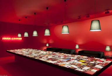ALFREDO JAAR. Marx lounge, 2011. Instalación de libros y mobiliario diverso