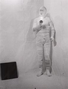 RUDOLF SCHWARZKOGLER. 6. Aktion,1966 (Revelado 1972-73). 5 fotografías de 29,7 x 24,3 cm c/u. B/N. (Fotografías realizadas por Micael Epp)