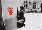 Valie Export. Configuration with Red Hand (Configuración con mano roja), 1972. Fotografía, 55,5 x 78,5 cm