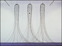 Pepe Espaliú (Córdoba, 1955 - 1993). Sin título (Tres jaulas), 1992. Alambre de hierro esmaltado en negro. Medidas variables. Museo Nacional Centro de Arte Reina Sofía, Madrid