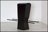 PEPE ESPALIÚ. Carrying VII, 1992. Hierro y pintura. Colección Centro Andaluz de Arte Contemporáneo
