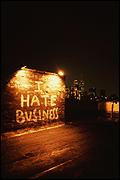 Jessica Diamond. I Hate Business, 1989. Latex paint on wall. Dimensions variable. pphoto credit: E. Escoda