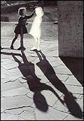 Hans-Peter Feldmann. Zwei Mädchen (Dos niñas), 1999