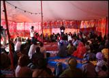 Asamblea en la jaima de ARTifariti 08. Sahara liberado