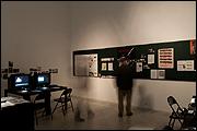 Vista de sala de la exposición 'Catarina Simão.  Fuera de campo - Archivo de cine de Mozambique'