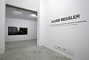 Recorrido fotográfico por la exposición Oliver Ressler. No reivindicaremos nada, no pediremos nada. Tomaremos, ocuparemos