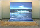 AGNÈS VARDA. Bord de Mer [Orilla del mar], 2009. Fotograf�a proyectada, video 1�, arena, 3,6 x 4,8 m