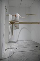 Leonor Serrano. Piezas de Adorno I, 2016. Instalación, medidas variables. Colección CAAC